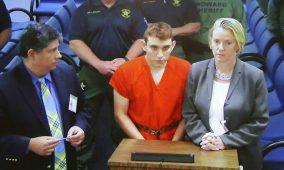 Comparece autor de tiroteo en escuela de Florida ante jueza; niegan derecho a fianza
