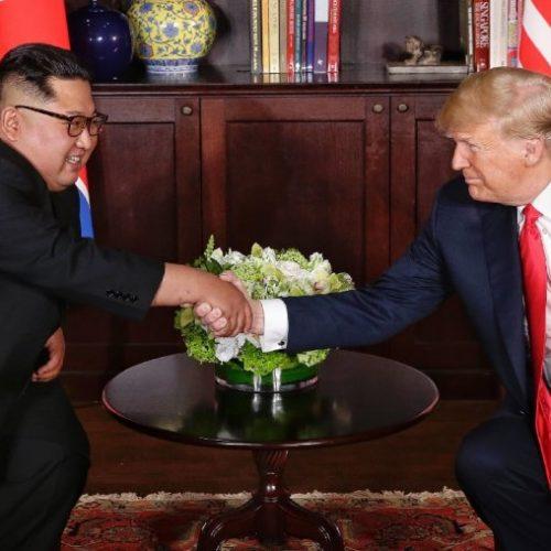 Trump dice que espera verse pronto con Kim tras recibir restos de soldados