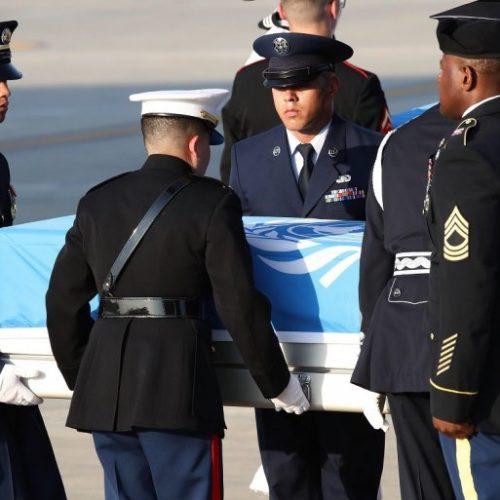 Llegan a EEUU los restos de 55 supuestos soldados muertos en Guerra de Corea