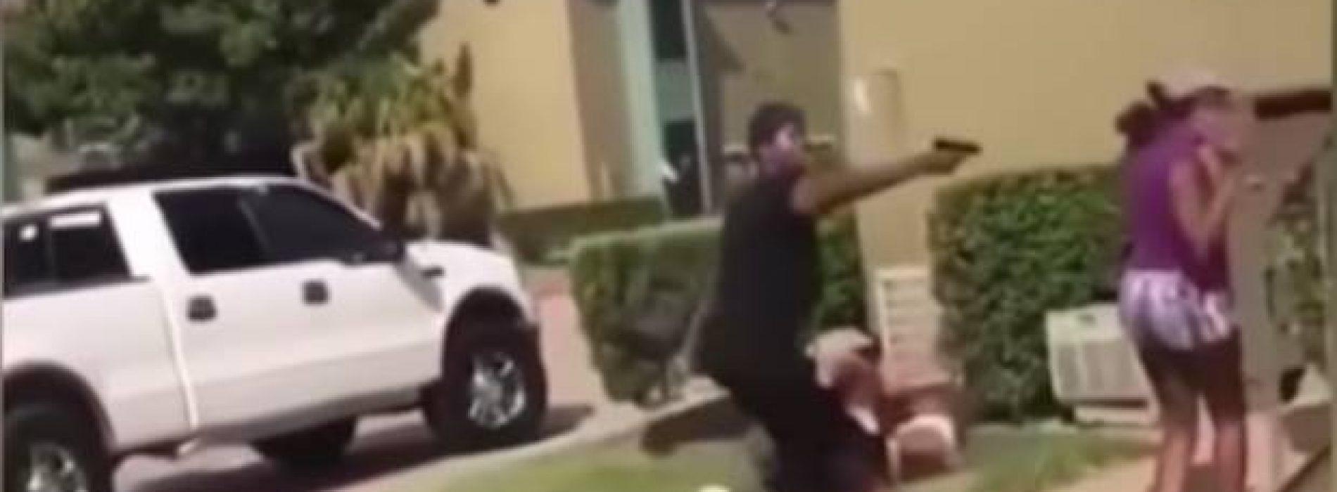 Mujer armada amenaza a adolescente para defender a su hija durante pelea